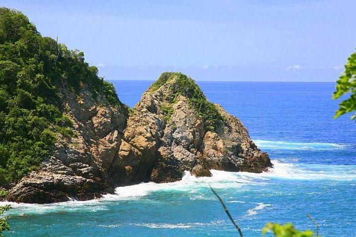 Huatulco_coastline